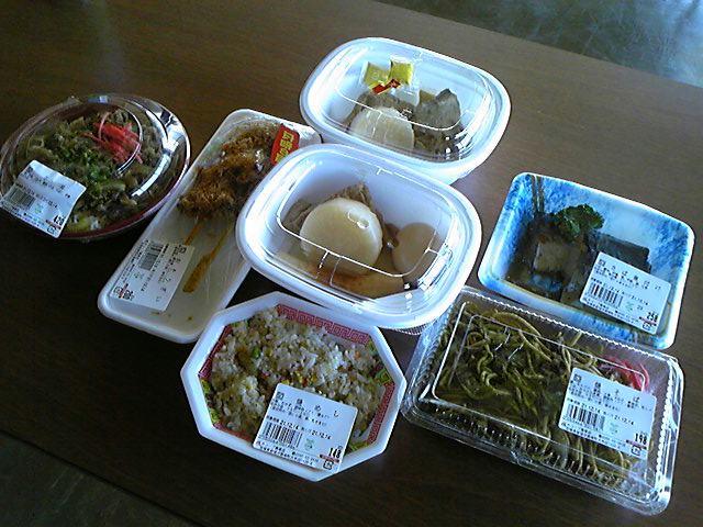 今日のランチももちろん惣菜試食