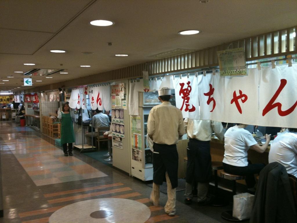 広島駅ビルお好み焼き村