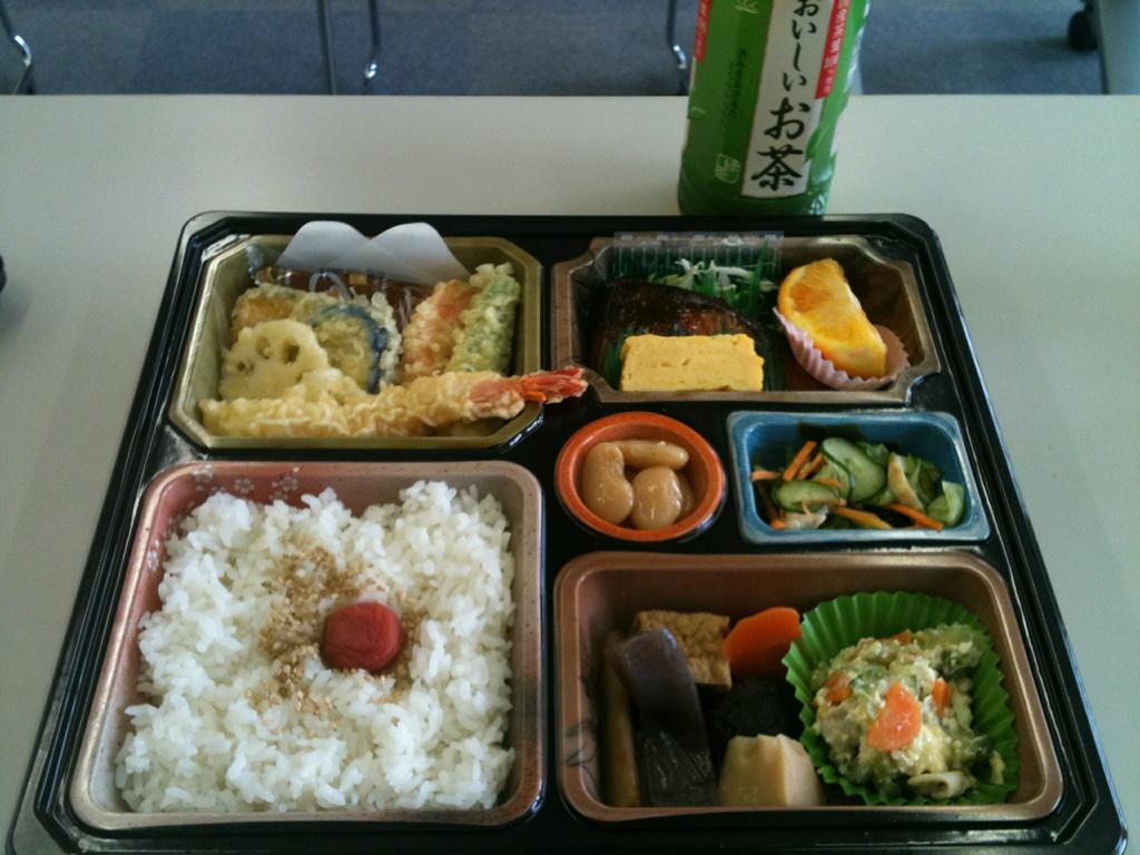 お昼はセミナー弁当です