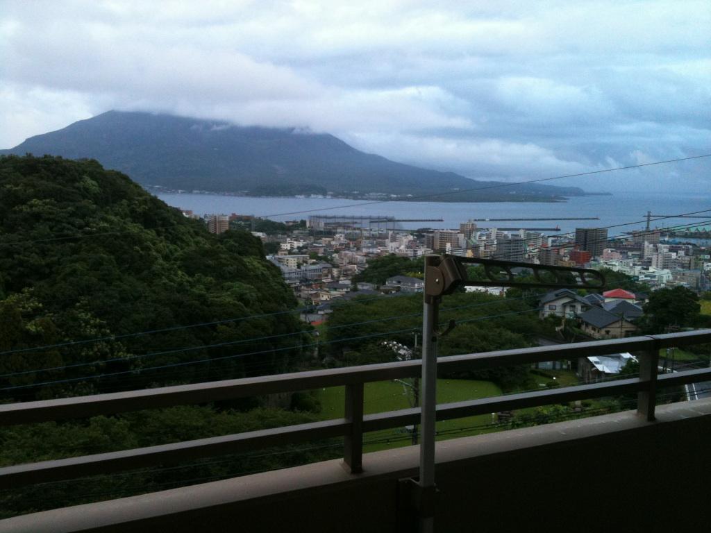 実家のベランダから望む今朝の桜島