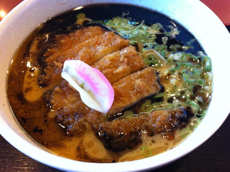 ご当地メニューの味噌カツラーメンを初めて食す